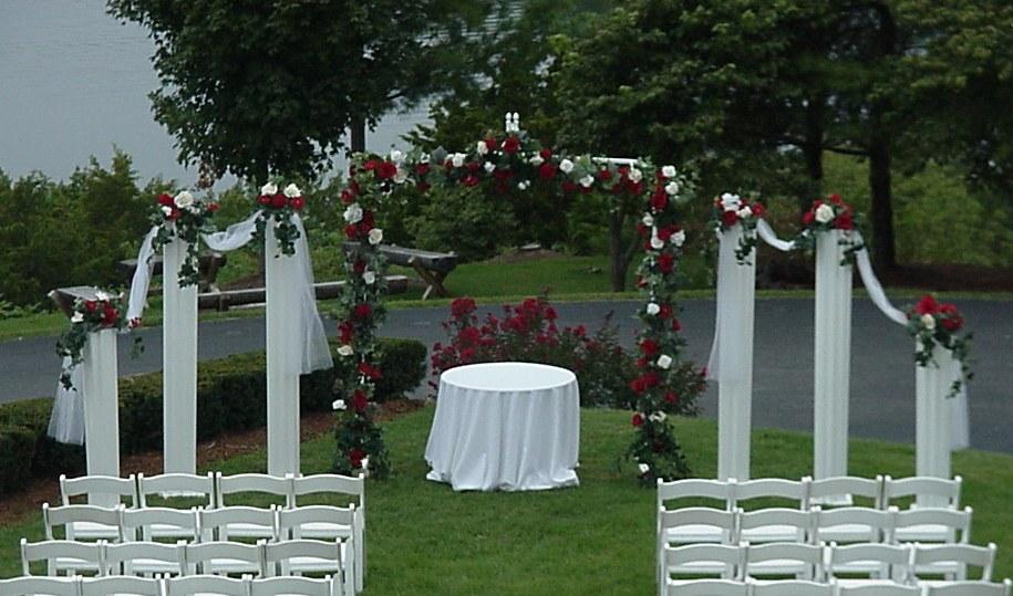 Shannons Custom Florals columns Wedding Rentals Springfield MO Eureka Springs (8)