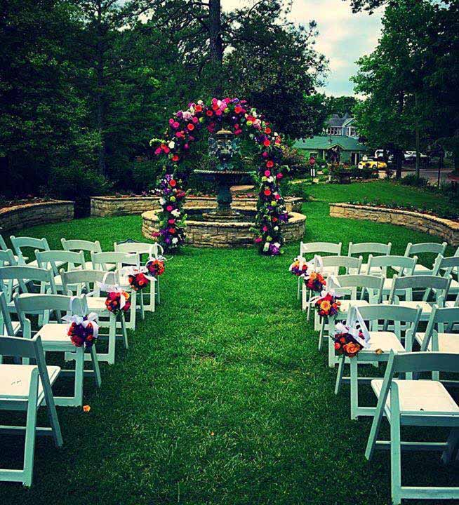 Outdoor weddings shannons custom florals bookmark this page for wedding flowers eureka springs flowers weddings rentals eureka springs ar junglespirit Image collections