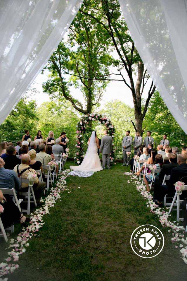 Outdoor weddings shannons custom florals bookmark this page for wedding flowers eureka springs flowers weddings rentals eureka springs ar junglespirit Images